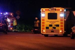 Ambulans kallades till olycksplatsen på Söderbågen.