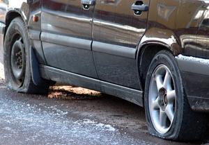 En bil i Långshyttan fick sina däck punkterade samt tanken tömd på diesel. OBS: Bilden är tagen i ett annat sammanhang.