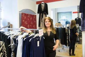 Jeanette Thelin har drivit Lolas kläder under tio år och avslutar med utförsäljning i butiken.