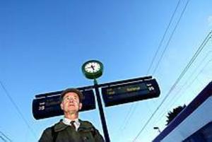 Foto:ANNAKARIN BJÖRNSTRÖM Vädjar till företag. Per Abenius reser fyra timmar per dag inräknat cykelturer i Uppsala och Sandviken. Han tycker företag liksom landstinget och högskolan ska börja agera för att tågföretagen ska förbättra för alla sina pendlare.