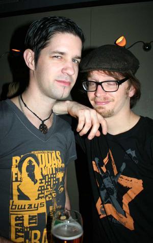 Blue Moon Bar. Niklas och Andreas