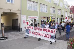 Den kurdiska föreningen genom Bollnäs för att protestera mot en självmordsattack i staden Qamishli i norra Syrien.