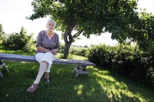 På Rönngården odlar Berit Henriksson alla möjliga sorts frukt, bär och grönsaker. Sex äppelträd står på gården.