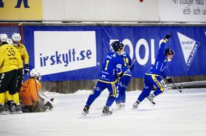 Falu BS vann med förkrossande 11–2 borta mot finspång. Nu toppar dalalaget den norra allsvenskan.
