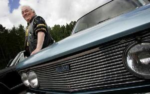 Rune Axelsson är en riktig Fiatentusiast.-- Det finns inget bättre, säger han om sin kärlek till italienska bilar.FOTO: MIKAEL ERIKSSON