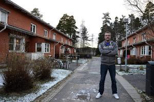Facebookgruppen som spanar på tjuvar i villakvarteren administreras av Urban Eriksson.