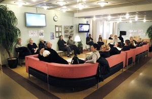 LÅNG KÖ. Klockan 15 i går väntade sammanlagt 40 personer på vård vid akuten på Gävle sjukhus. De hade alla drabbats av halkan.