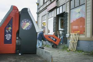 Fem automater bars ut från Kebab house och beslagtogs.