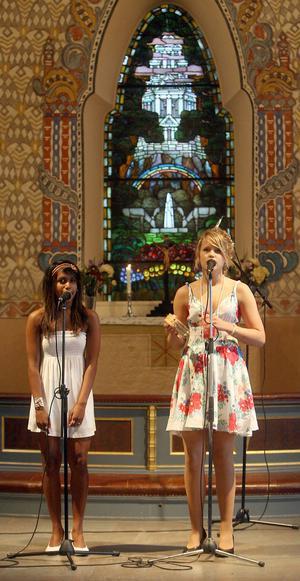 Emma och Karin hade valt att framföra Abba-låtar.