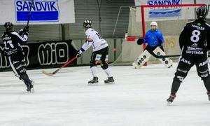 Christoffer Edlund med ett av många avslut mot mål.