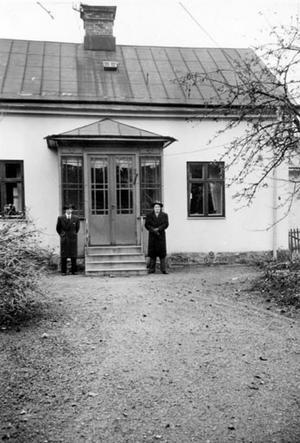 Sixten och broder Sven 1945. Året efter flyttade Sixten in i huset.