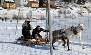 Samiska kulturdagar i Funäsdalen i samband med Lopme Naestie 2007. Beroende på om turistföretag har verksamhet inomhus eller utomhus får det märkliga konsekvenser för beskattningen.