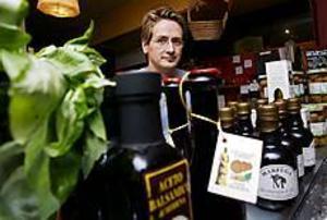 Mat över disk vill kunderna ha. De flesta av Johan Holmkvists kunder tar den färdiga maten med sig hem. Foto: GUN WIGH