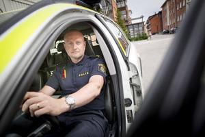 Eftee nio år som polis lägger Peter Söderlund brickan på bordet.