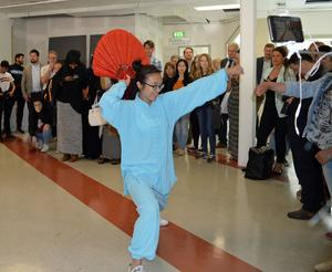 Ting Yao bjöd på en Qi gong-inspirerad dans.