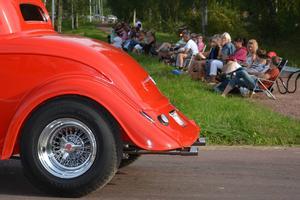 Längs vägarna i Älvdalen fann man rad efter rad av åskådare.