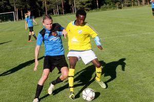 Viktor Örnehag, spelande ordförande i blåklädda Hudiksvalls SK.