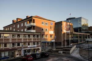 Storgatan 16. Lägenheten ligger granne med torget i centrala Östersund. Foto: Mikael Frisk