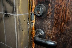 Dörren in till Timrå simklubbs kansli har brutits upp med våld.