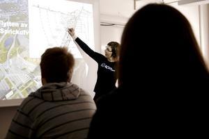FÖRELÄSNING. Catrin Edelbro, doktor i Bergmekanik vid Luelå tekniska universitet var på besök på Björkhagsskolan för att berätta om hur det är att jobba som civilingenjör.