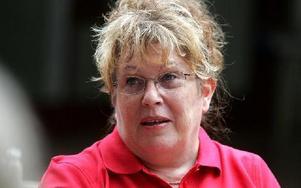 Ingen ska behöva stå med mössan i hand och tigga, säger Renée Andersson (S).