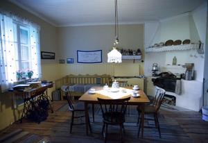 Så här kunde det se ut i en av brukslängornas lägenheter.