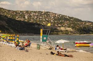 Albena har en fin strand med gott om plats för alla de familjer som valt detta lite lugnare badresmål.   Foto: Johan Öberg