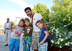 Aldin Bahram och hans söner Nemo, Chino och Love var på plats för att demonstrera.