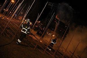 Brandmännen tvingades fokusera på eftersläckning.