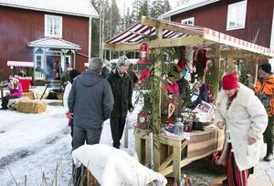 Mängder av tomtar, bockar, tunnbröd och marmelad. Utbudet var stort på Bäckasgården i Hedby.