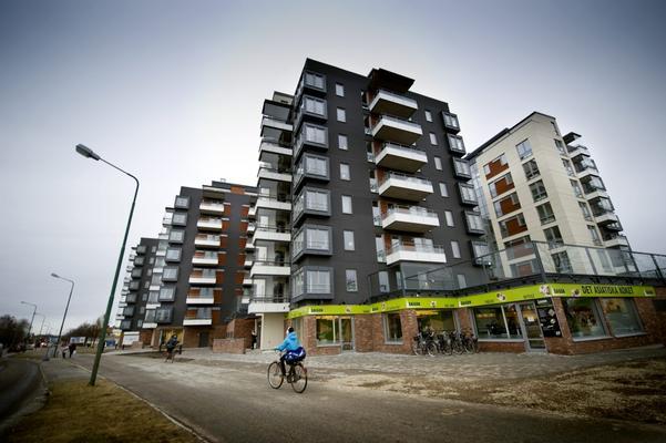 Runt de nybyggda husen i närheten av Willys etableras nu bland annat frisör, restauranger och apotek.