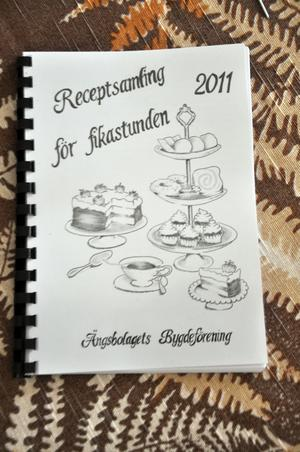 KAKBOK. Medlemmarna har gett ut en egen receptbok för att tjäna pengar till föreningen.
