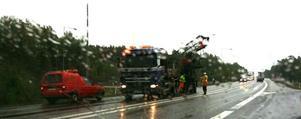 Det blev långa trafikköer när kranbilen skulle bärgas. Foto:TobiasHedström