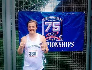 Lowe Litzell poserar efter lördagens seger i IC4A-championship i New Jersey, en av USA:s äldsta friidrottstävlingar.    Östersundskillen tog hem segern för sitt Manhattan College där han pluggat sedan augusti förra året.