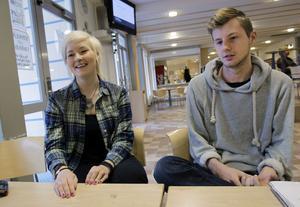 Maja Swenson och Isak Jutterström är lättade att det äntligen löst sig med gymnasiefesterna.