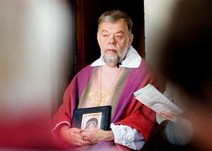 Det kan bli den kvinnliga domprosten i Uppsala, Tuulikki Koivunen Bylund, som ersätter Tony Guldbrandzén som biskop i Härnösands stift.