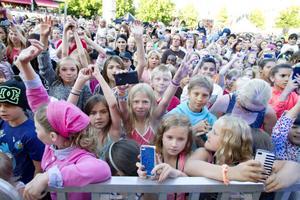 Det var trångt när många ville se Sean Banan längst fram.