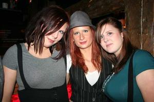 Konrad. Louise, Joanna och Terese