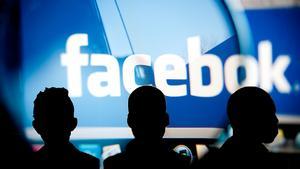 Tre män sitter anhållna misstänkta för en grov våldtäkt som sändes live på Facebook.
