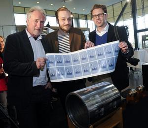 Gravören Lars Sjööblom, formgivaren Kristian Möller och fotografen Henrik Montgomery.