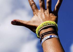 Armband som ingår i polisens kampanj för att få stopp på sexuella ofredanden bland unga.