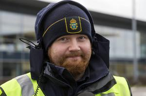 Jens Melinder arbetar till vardags på ingripandeenheten i Kramfors men just nu är han stationerad i Malmö för att arbeta med gränskontrollerna.