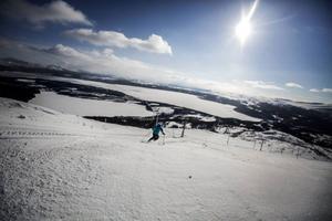 Femtonde februari öppnade skidanläggningen, två veckor försenat på grund av stormen Hilde, och 27 april stänger liftsystemet.