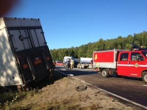 Tre lastbilar var inblandade i olyckan i morse.