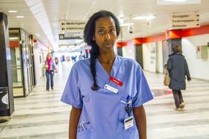 Det är ett hög-riskingrepp att behöva operera Fikru Maru på det etiopiska sjukhuset förklarar dottern Emy Maru.