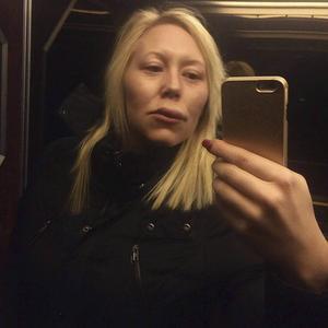Läpparna svullnade upp och hela kroppen gjorde ont. Flygvärdinnan Viktoria Svensson vill helst glömma måndagens stopp i Sundsvall.