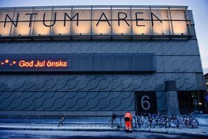 Conventum Arena förlorade sitt a tillsammans med två fönsterglas som krossades i skärvor på gångvägen längs byggnaden.