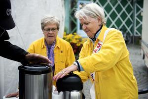 Gunilla Eriksson, Lions president, serverade kaffe på torget.