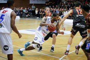Adama Darboe och Jämtland föll i säsongens första hemmamatch, mot Borås (bilden).