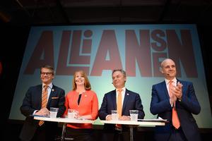 Vänsterpartisten Jerker Nilsson ger inte mycket för alliansens kick off. Han ser deras löften om att fem miljoner svenskar ska arbeta år 2020 snarare som ett bevis på att de fyras gäng saknar idéer och framtidsvisioner.